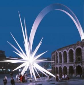 La gigantesca stella cometa in Piazza Bra, a Verona