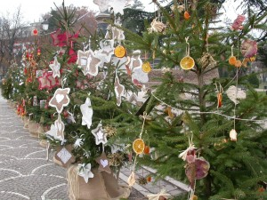 Gli alberi di Natale dei Bambini, ai Mercatini di Trento
